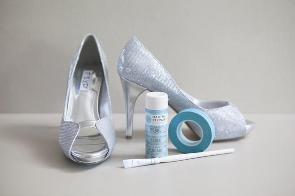 ST_DIY_painted_something_blue_shoe_soles_0002.jpg