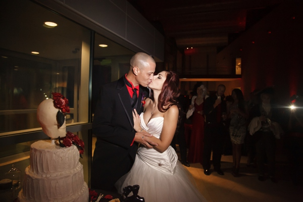 ST_Carrie_Wildes_Photography_halloween_wedding_0043.jpg