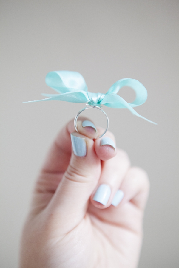 ST-DIY-stiff-ribbon-bow-ring-bridesmaid-gift_0010.jpg