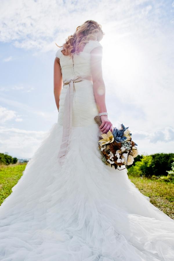 ST-Kristy-Klaassen_Photography-rustic-barn-wedding_0009.jpg