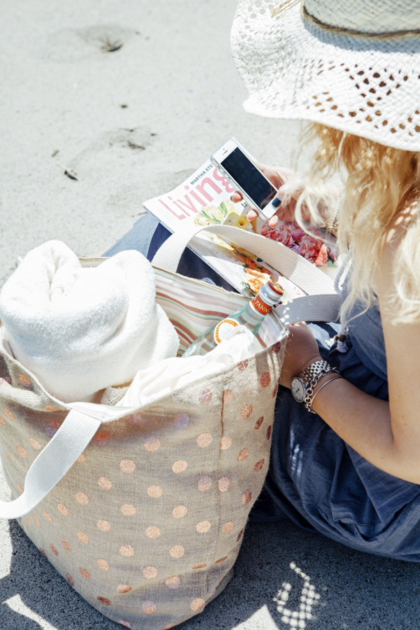 SomethingTurquoise_DIY-Honeymoon-Beach-Bag_0020.jpg