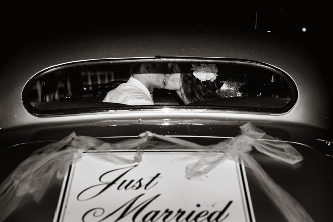 Just Married... car kiss