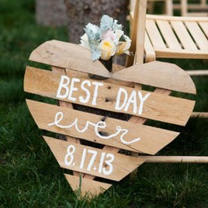 Check out all these awesome wedding aisle signs!