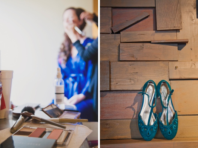 The bride getting ready with her blue details!