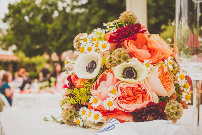 Bright and gorgeous wedding bouquet! Swoon!
