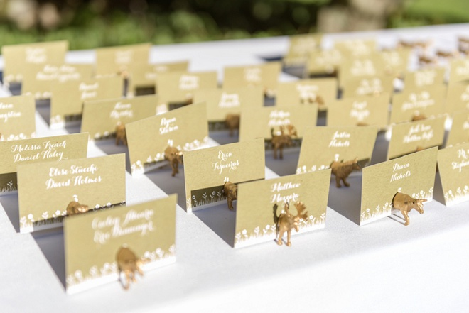 How darling are these gold animal place card holders? Love!