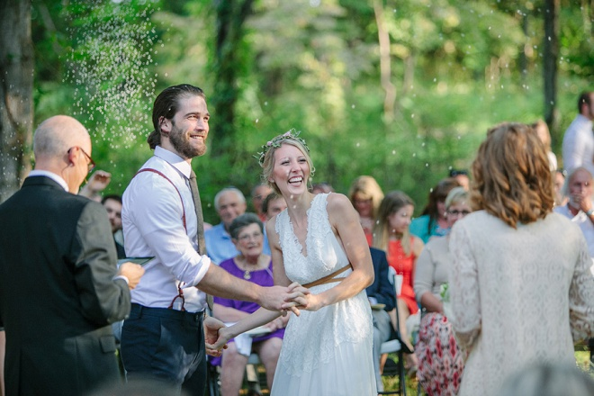 We're loving this darling backyard wedding ceremony!