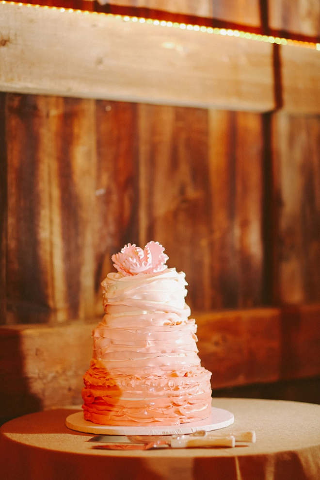Loving this darling rustic wedding cake at this fun DIY wedding!