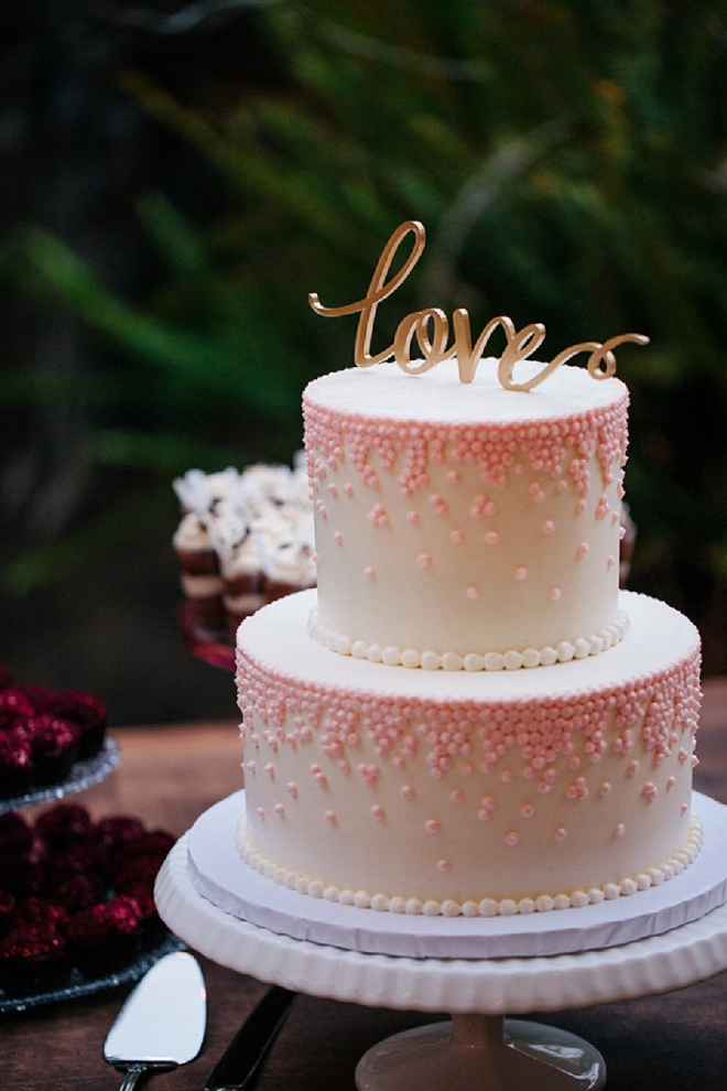 Loving this gorgeous, classic cake and gold love cake topper!