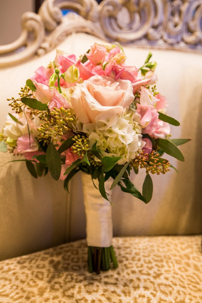 Loving this Bride's gorgeous and classic bouquet at this fun DIY wedding!