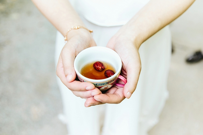 This couple performed a traditional Chinese tea ceremony to honor their parents and tradition during the ceremony!
