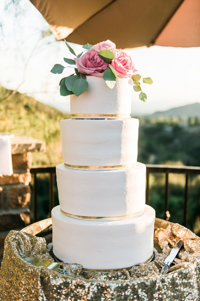 Loving this amazingly gorgeous classic wedding cake with pink cake topper!