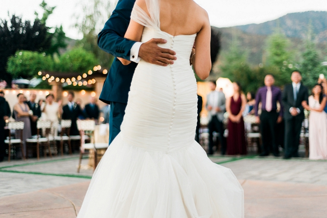 Swooning over this gorgeous Mr. and Mrs. first dance!
