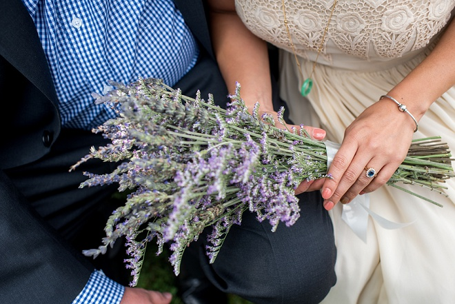 Swooning over this Bride's gorgeous lavender bouquet!