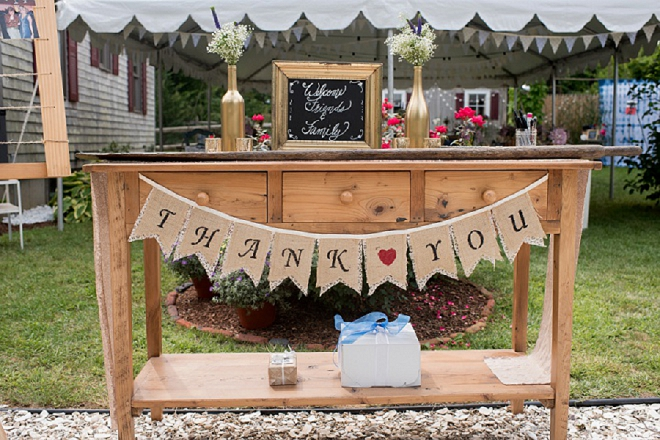 How darling is this thank you table at this backyard wedding with candy favors?! Love!