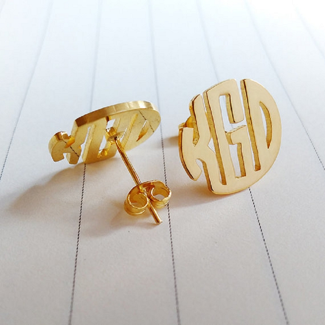 We love the idea of rocking your new monogram at your wedding!