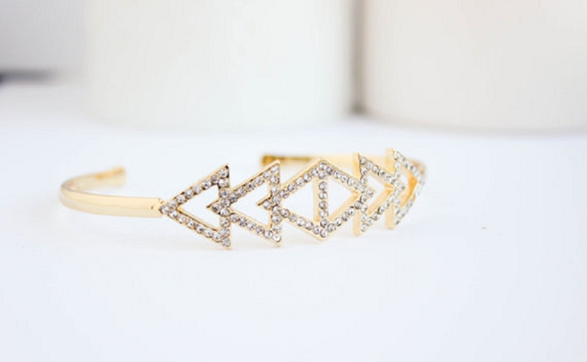 How amazing is this layering bangle?! Perfect for after the honeymoon too!