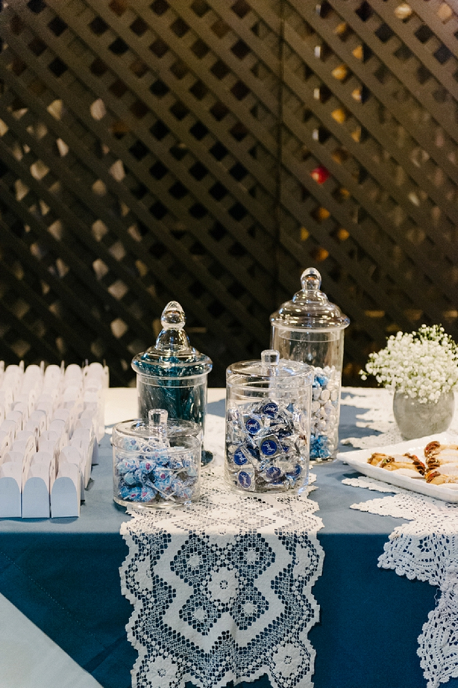 How fun is the DIY'd backdrop for this fun candy bar!