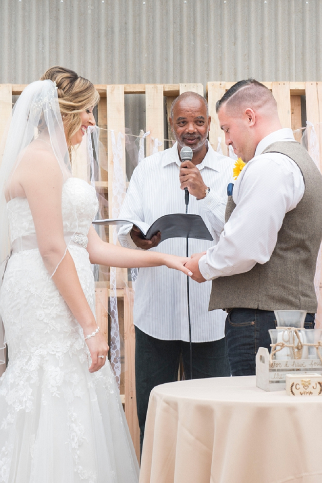 We're crushing on this Bride and Groom's ceremony! So sweet!