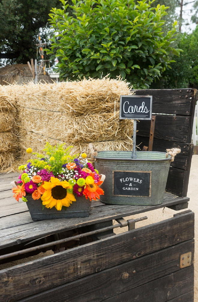 How cute is this galvanized bucket for cards?! Love the rustic touches!