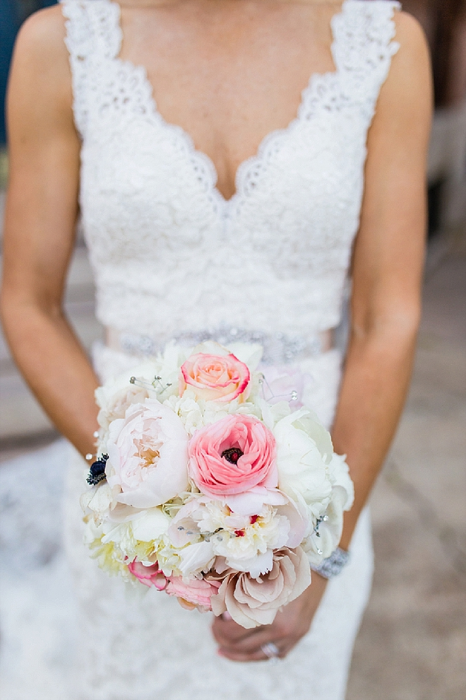 Swooning over this Bride's stunning blush wedding bouquet!