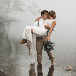 How gorgeous is this couple's styled re-wedding shoot?!