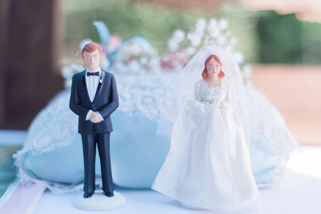 How sweet is this couple's cake topper?! Love it!