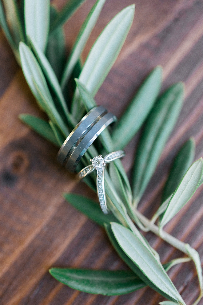 We can't get over this stunning rosemary ring shot!