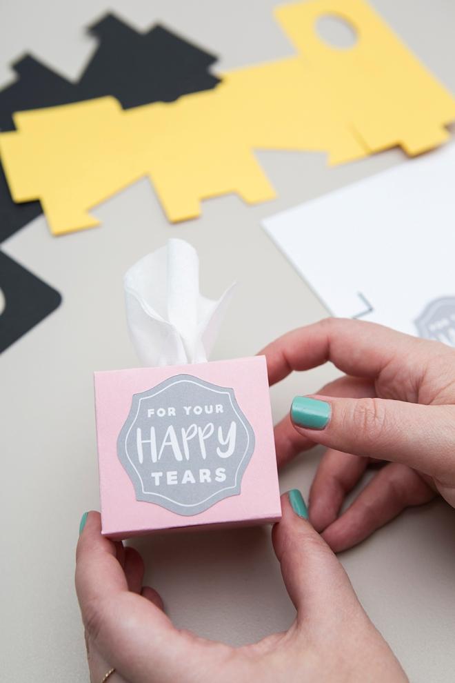 Faça estas mini caixas de tecido de casamento usando seu Cricut Explore em menos de 5 minutos!