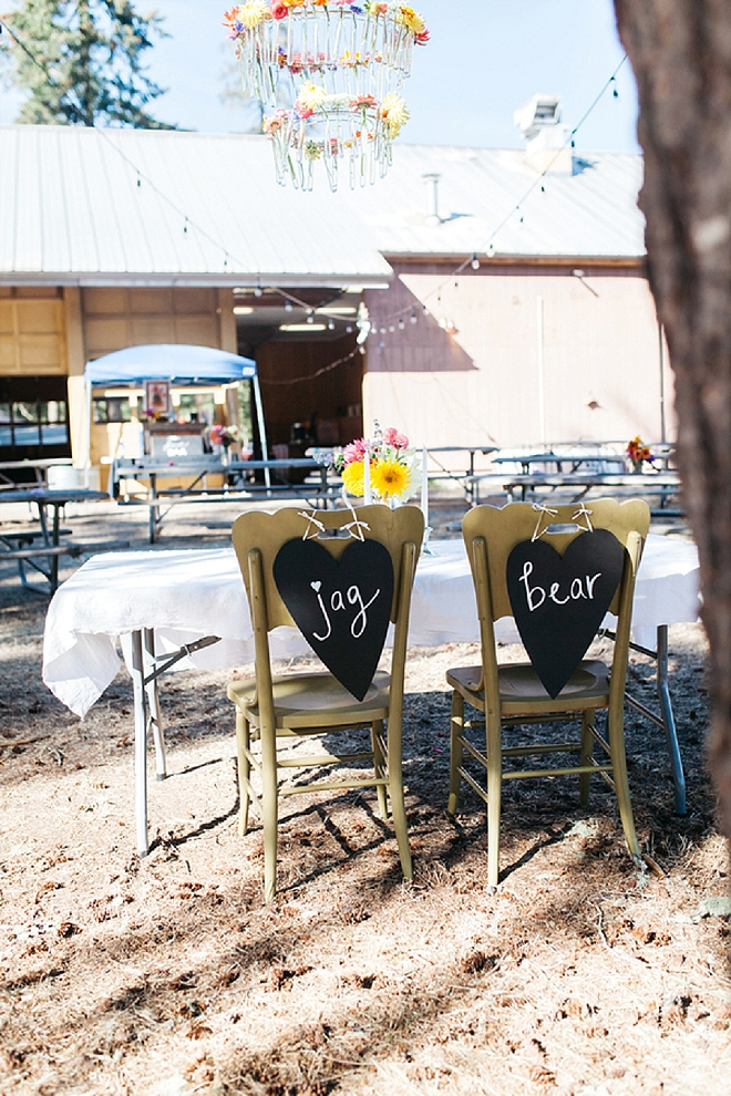 How amazingly sweet is this couple's sweetheart table?! Swoon!