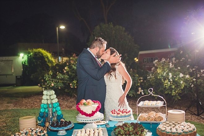 Loving this sweet snap of cutting the cake as Mr. and Mrs!