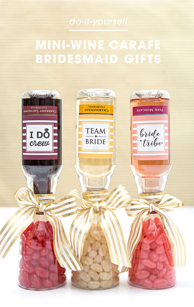 How freaking adorable are these DIY mini-carafe wine gifts for bridesmaids!?