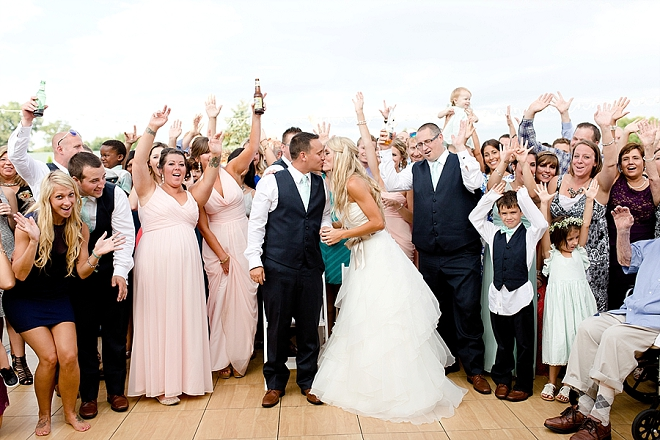 We're LOVING a full wedding snap at your reception!