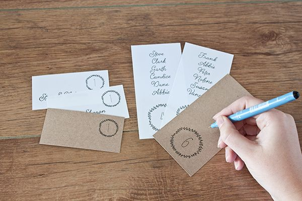 FREE printable minimalist escort cards and table numbers.  Love a god wedding freebie!