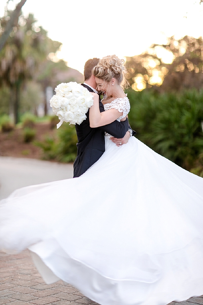 We are in LOVE with this super happy and cute snap after the ceremony!