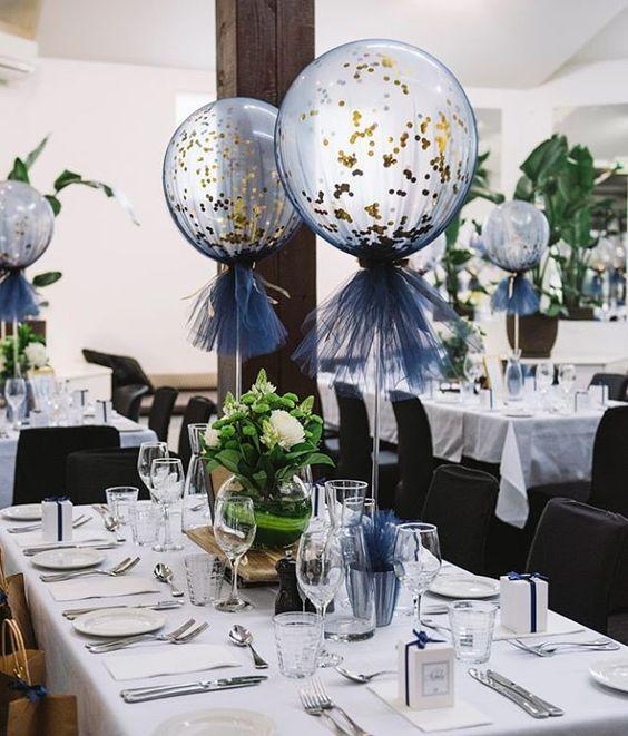 Centrais de balão para um casamento ou festa. Eu gosto disso como outra opção para as flores!