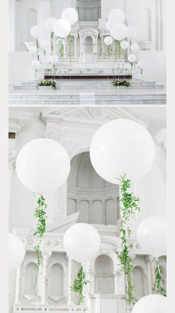 Balões de mármore e oversized com vegetação. #weddinglove