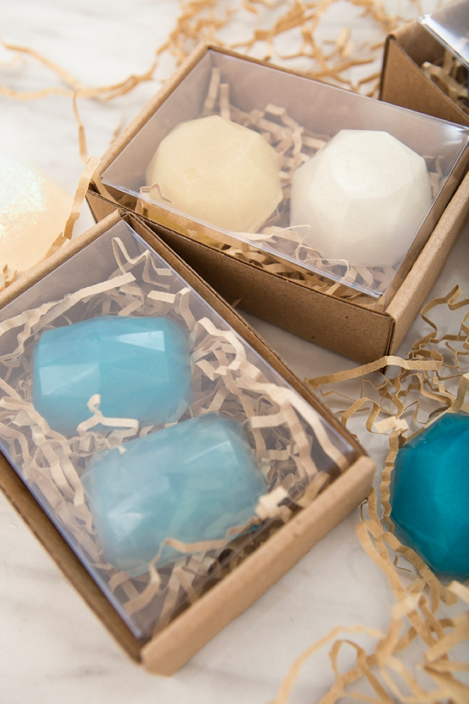 How pretty are these DIY gemstone soap favors!!