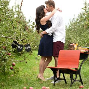 How cute is this back to school themed engagement session?! LOVE!