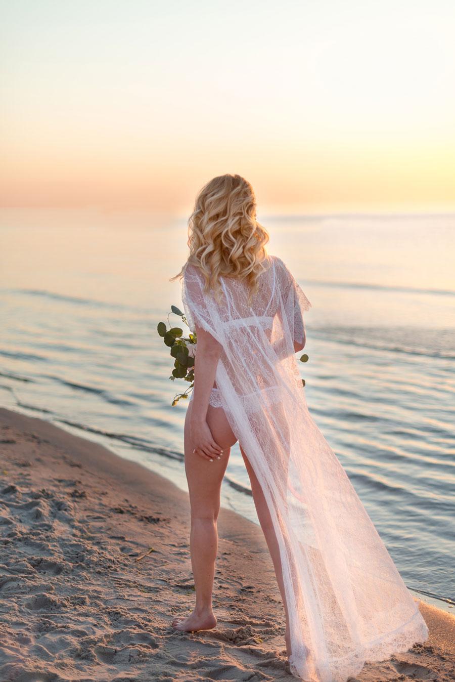 Stunning beach boudoir shoot!