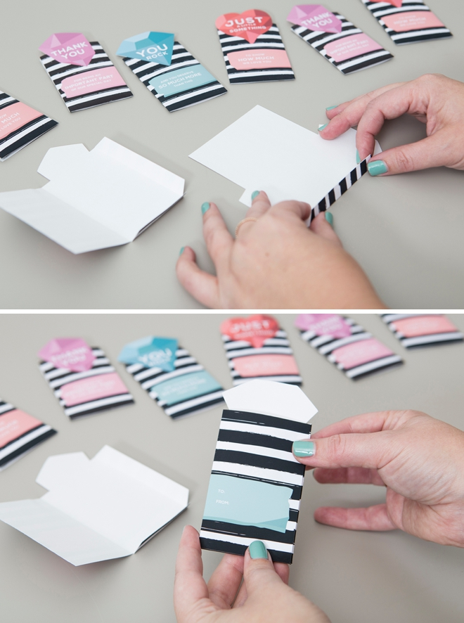 These DIY wedding gift card sleeves are just too cute!!