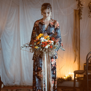 How gorgeous is this vintage fall inspired elopement?! LOVE!