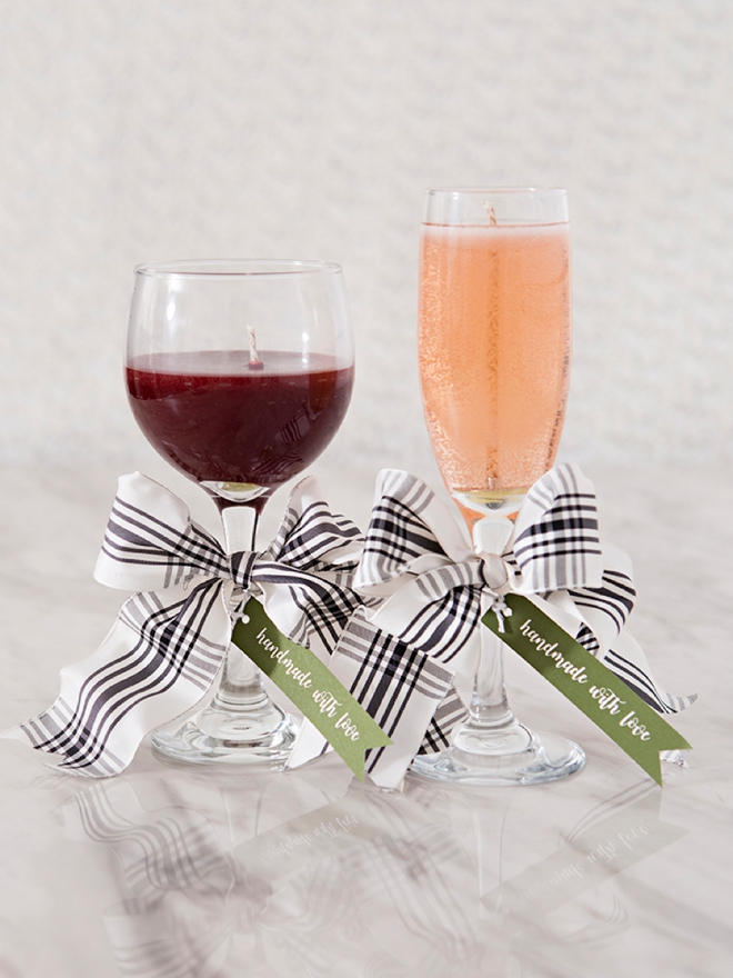 These DIY wine candles would make awesome holiday gifts!