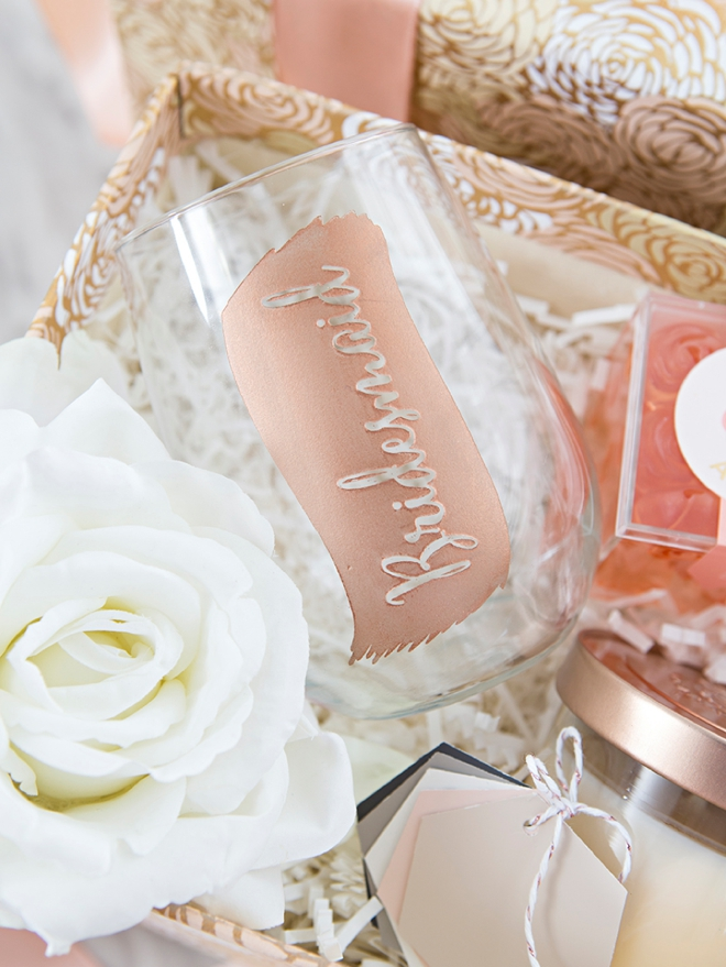These DIY will you by my bridesmaid gift boxes are SO cute!