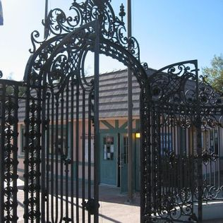 Witley_Court_Gates_Havasu_today