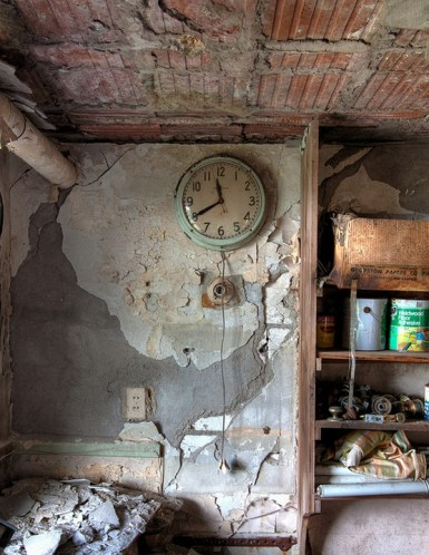 Buck-Hill-Inn-22-maintenance-room-clock