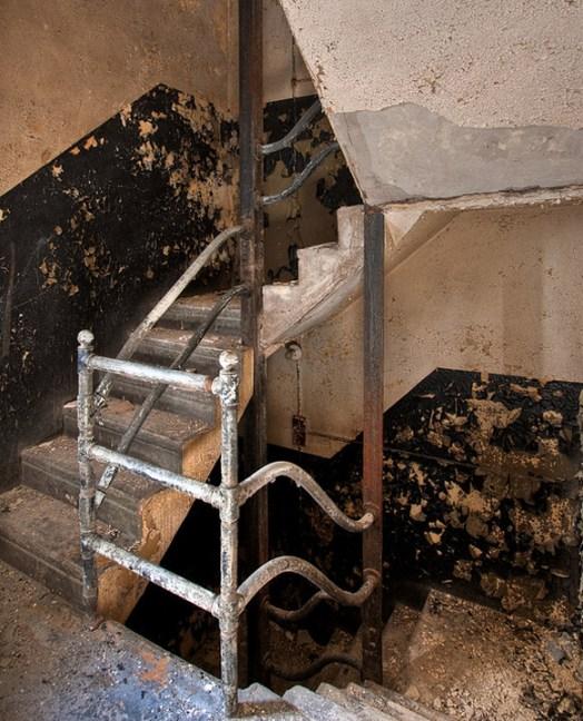 Buck-Hill-Inn-24-staff-stairwell