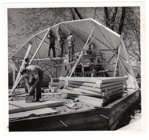 Erecting dome home walls