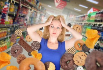 bigstock-diet-woman-at-grocery-store-wi-57926495