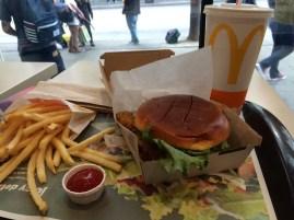 미국에 있는 며칠간 거의 아무것도 먹지 못했다. 그나마 내 일용할 양식이 되어준 햄버거